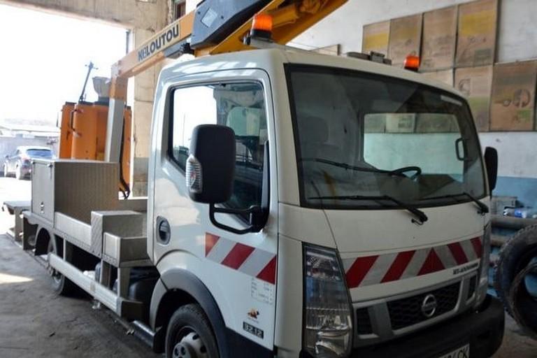 Автодор Нікополя отримав нову техніку – автогідропідіймач Nissan