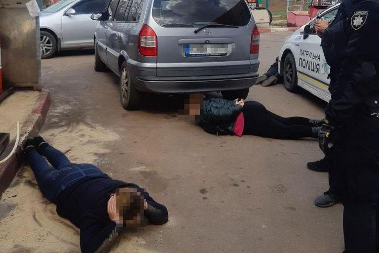 Обкрадали пенсіонерів, продаючи дешевий мед: на Дніпропетровщині затримали групу жінок